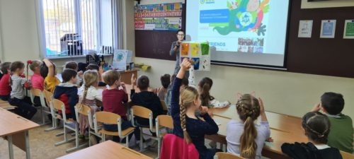 Экомарафон! С 29 по 30 апреля от  проекта ECOfriends прошли 8 экологических уроков для младших классов.
